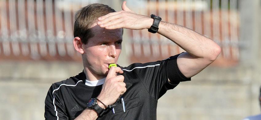 Meet referee Chris Harrison